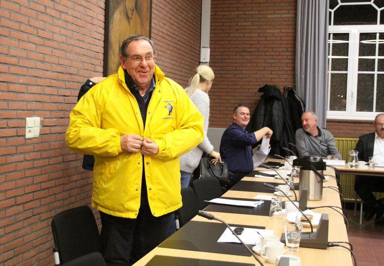 Gemeenteraadslid Leo Van Herck kwam als enige verkleed naar de extra zitting.