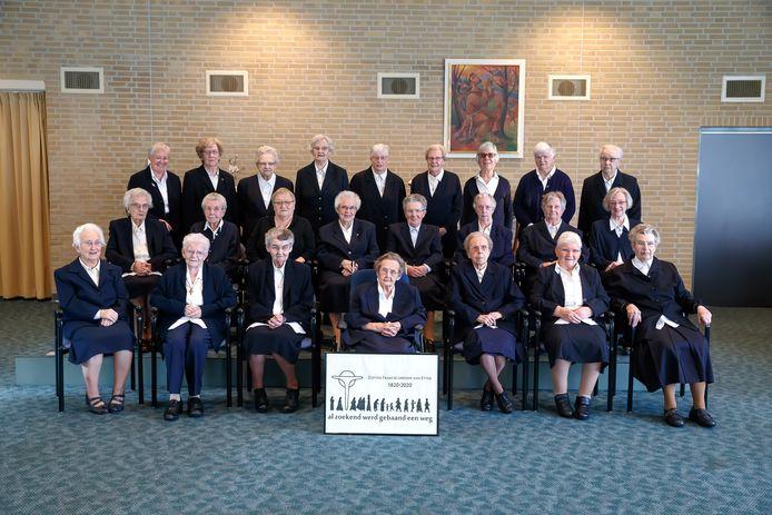 Dit zijn alle 24 Zusters Franciscanessen van Etten die er nog zijn.