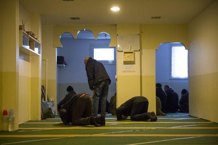 Een geïmproviseerde moskee. Beeld Steven Wassenaar