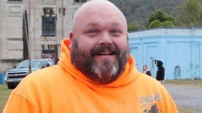 """Richard (37) weigert mee te doen aan """"onnozele hype rond mondmaskers"""", twee maanden later is hij zelf overleden aan coronavirus"""