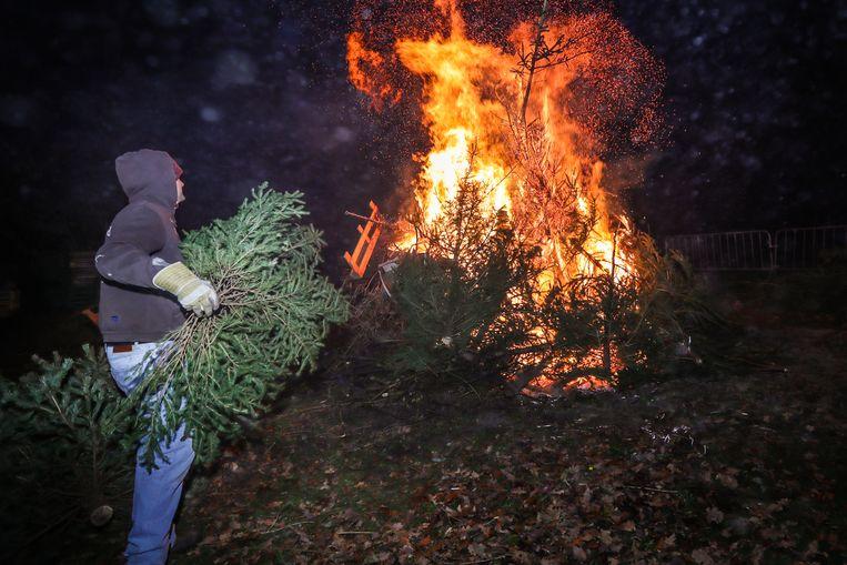 Kerstboomverbranding in Lummen.