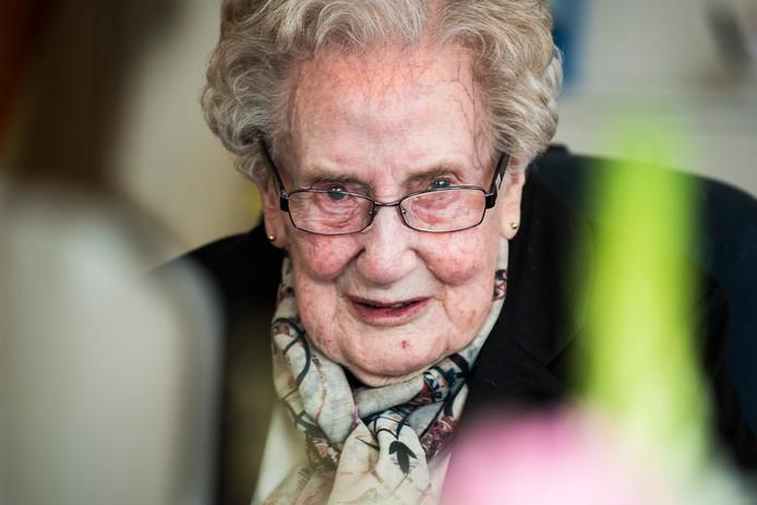 Mevrouw Wesselink werd 1 december 104 jaar. Ze is daarmee de oudste inwoner van Tubbergen.