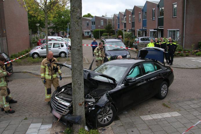 De gestolen wagen van Antwerp Tax is na een achtervolging gecrasht in Vlaardingen in Friesland.
