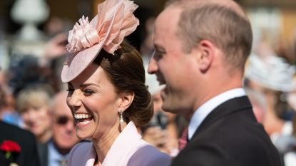 IN BEELD. Kate Middleton steelt de show op koninklijk tuinfeest als 'Legally Blonde'