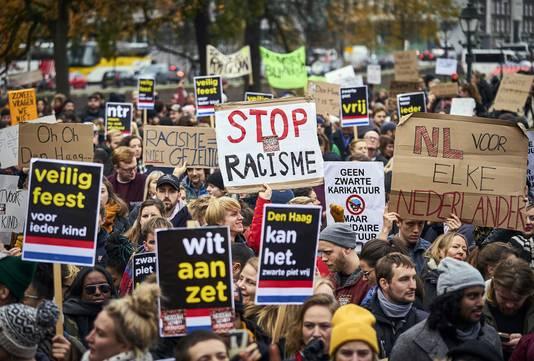 Protest van Kick Out Zwarte Piet op de Koekamp in Den Haag