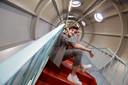 Henri PFR, dans les escaliers de l'Atomium