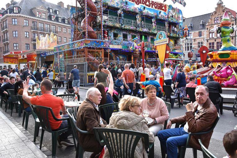Volle terrassen aan het Schouwburgplein en gezellige drukte aan de attracties: zo was het de eerste week zelden.