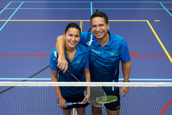 De liefde voor de badmintonsport zit bij Chantal en Tyron Amstelveen diep.