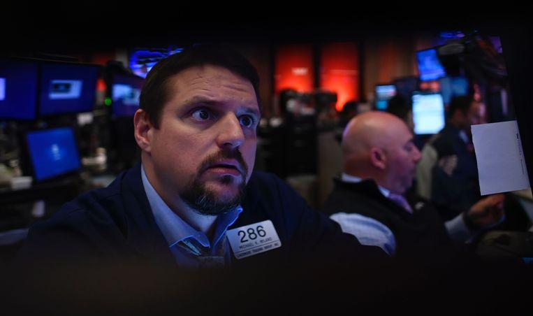 Beurshandelaren op de New York Stock Exchange maandag. Ook op Wall Street werden deze week records gebroken. Beeld AFP