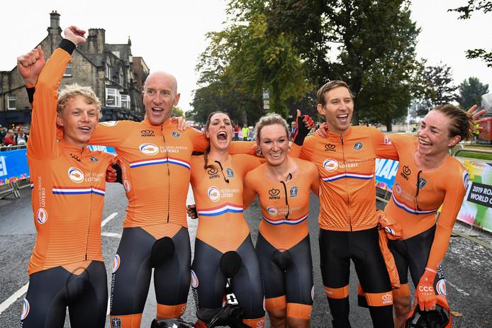 Team NL, met v.l.n.r.: Koen Bouwman, Jos van Emden, Lucinda Brand, Amy Pieters, Bauke Mollema en Riejanne Markus.
