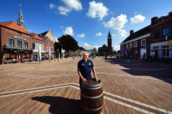 Peter van de Wiel van café De Bakkerij en secretaris van Koninklijke Horeca Nederland, afdeling Moerdijk, is een tevreden man.