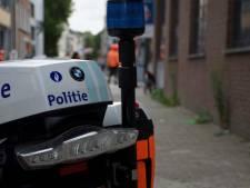 Jonge dealers verstoppen drugs in struiken om aan politie te ontkomen
