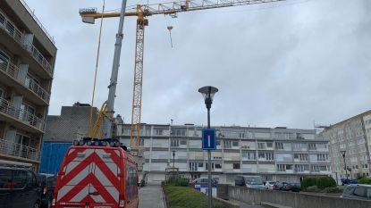 50 bewoners geëvacueerd door rondtollende torenkraan in Middelkerke