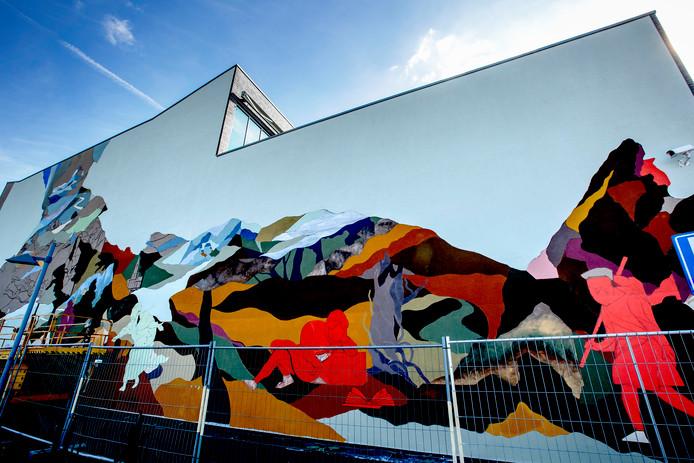De muurschildering-in-wording van Robin Nas.