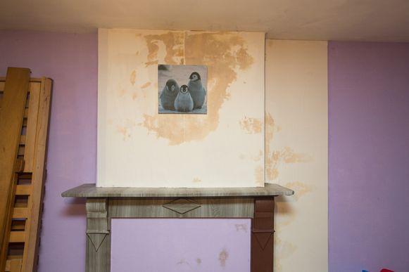 Het huis in Hoepertingen waar Wendy Mignolet met haar kinderen woont. Sinds een zware storm is er flink wat schade.