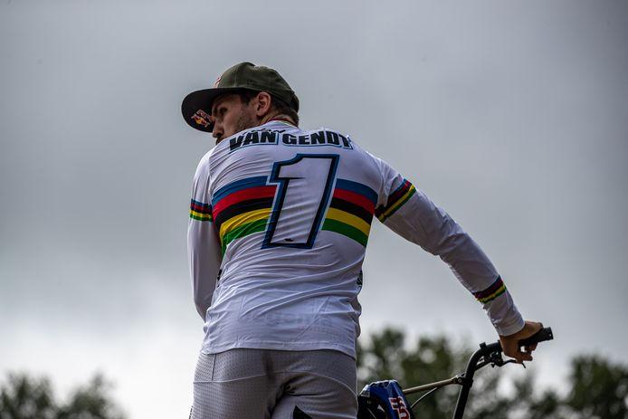 Twan van Gendt, wereldkampioen BMX wijkt zaterdag noodgedwongen uit naar de pump track in Roosendaal. 'Het is fietsen zonder te trappen.'