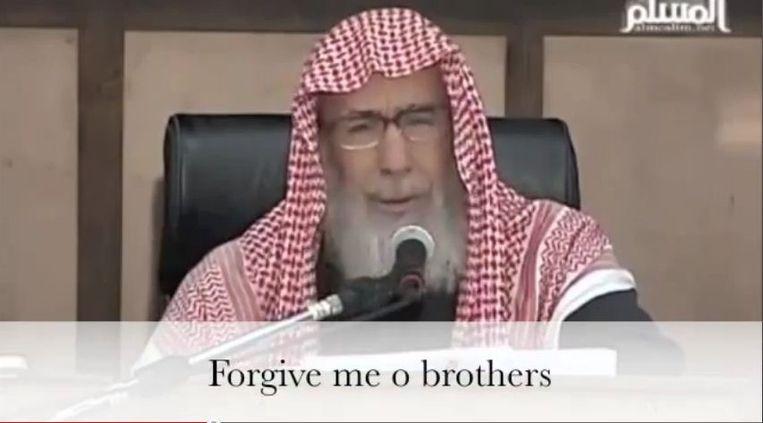 De geestelijke Al-Omar huilt als hij spreekt over de belediging van de profeet. Beeld
