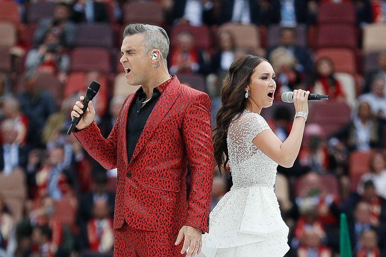 Robbie Williams zingt tijdens de openingsceremonie. Beeld Photo News