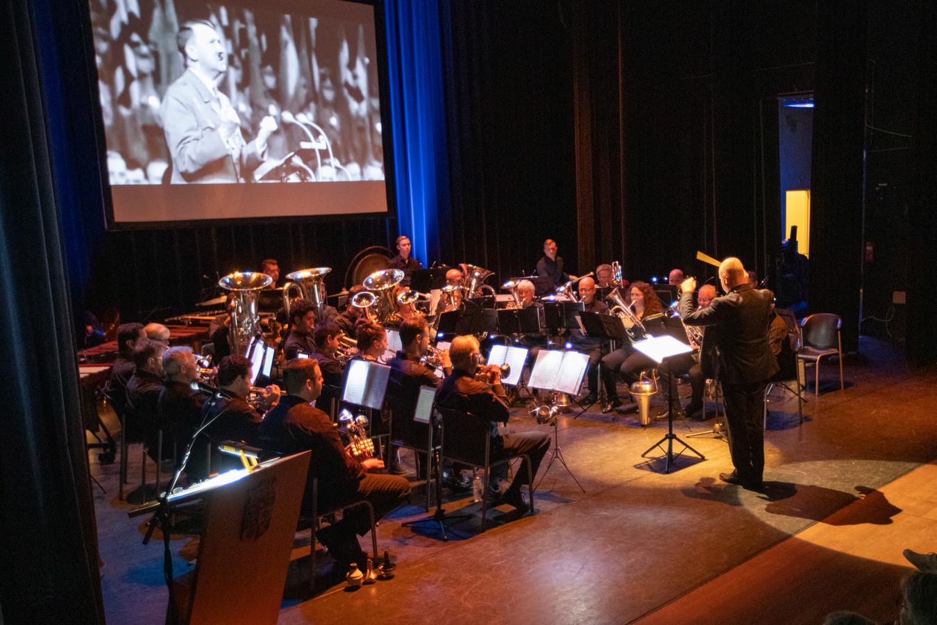 Vertelling uit de oorlog Nuenen vertolkt door Brass Band Nuenen.