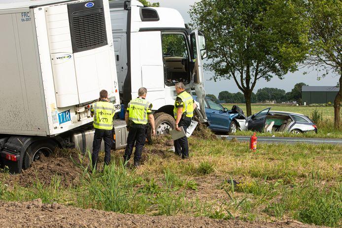 De Gooiseweg in Zeewolde was gisteravond lange tijd afgesloten voor verkeer, in verband met een zwaar ongeval. In het verleden zijn daar veel ongevallen gebeurd. Binnenkort wordt het traject verbreed naar een vierbaansweg.