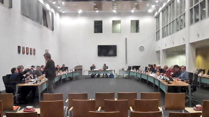 Het besluit om Bergmannen voor te dragen voor herbenoeming werd besloten tijdens een besloten raadsvergadering.