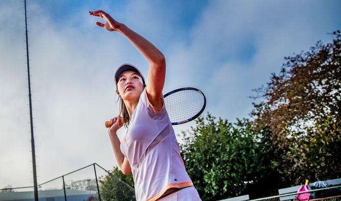 Yudu Zeng haalde in China de top tien van beste tennissters. Ze speelt nu bij TV De Maten in Apeldoorn.