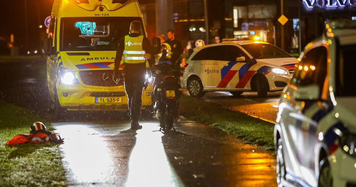 Voetganger in Apeldoorn op fietspad aangereden door scooter.