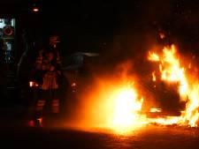 Opnieuw brandstichting in Deventer: personenauto gaat in vlammen op