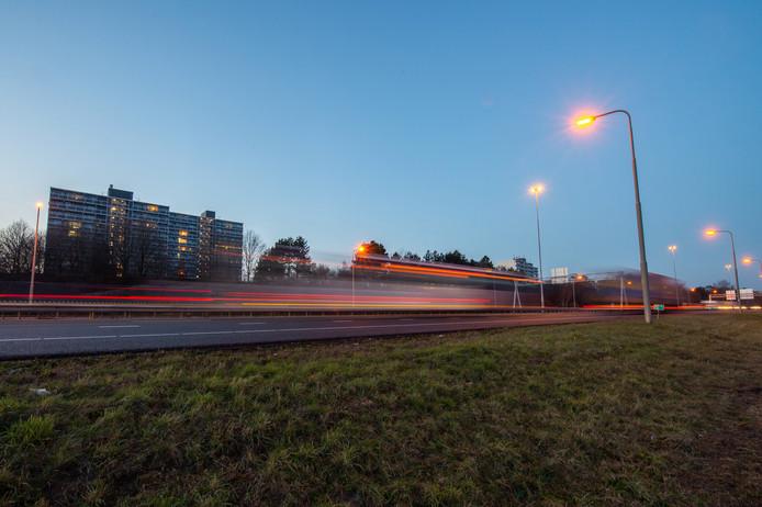BREDA, De A27 met flats Heusdenhout op de achtergrond. Pix4Profs/René Schotanus