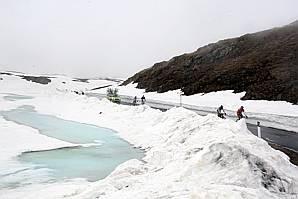 De besneeuwde Gavia tijdens een eerdere Giro d'Italia.