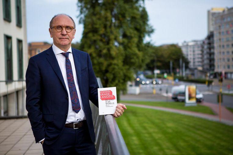 Burgemeester Johan Vande Lanotte stelde gisteren zijn boek voor.