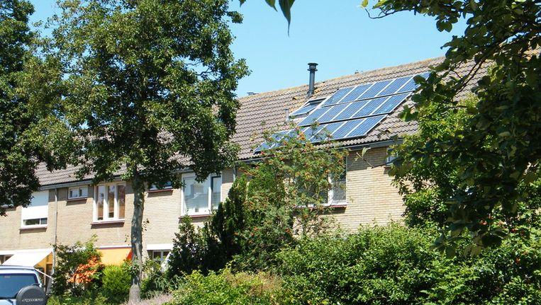De gemeente Bergen verdient niet alleen veel meer groene energie, zoals hier in Egmond aan den Hoef, maar ook een eigen glasvezelnet. Beeld