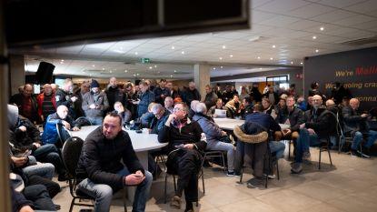 Fans Malinwa wachten tot twee uur lang voor ticket bekerfinale