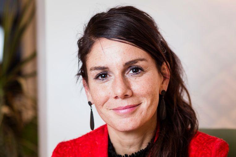 """""""Na een werkweek heb ik een hele dag nodig om te bekomen van al het sociale contact"""", zegt Fatma Taspinar in een interview."""