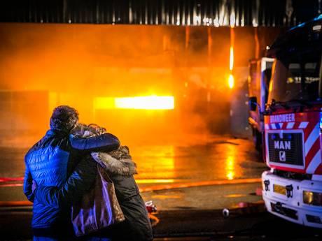 TERUGLEZEN   Verslagenheid door grote brand Aalten, bedrijfspand verwoest: 'Het is een ramp'