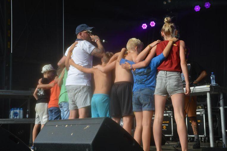 Jebroer haalde enkele kinderen op het podium.