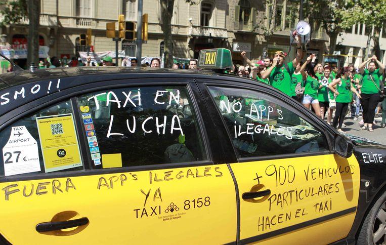 De gouden toekomst die Uber voor zich ziet is niet gegarandeerd. In Europa woedt een flinke discussie over de legaliteit van Uber. Beeld EPA