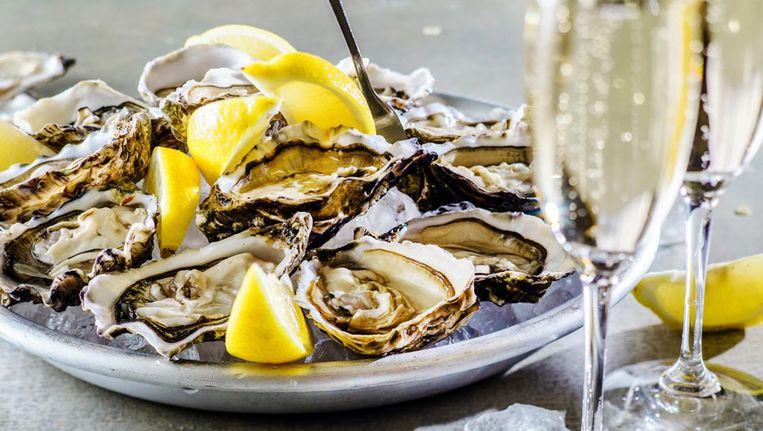Platzak? Niet getreurd: er zijn zat plekken waar je voor een prikkie oesters kan klappen Beeld Shutterstock