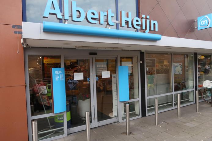 De Albert Heijn aan de Pastoor van Spaandonkstraat in Breda houdt de deuren dinsdagochtend gesloten.