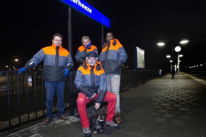 Vier vrijwilligers van het Onthaalteam op het station van Maarheeze. fOTO Kees Martens/fotomeulenhof