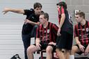 Olympia-coach Frans van Erp geeft zoon Jordi aanwijzingen tijdens een wedstrijd in september 2017.