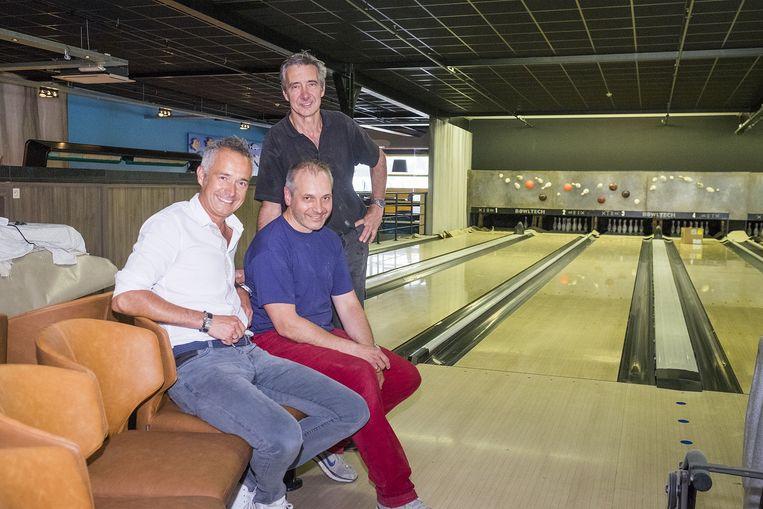 Johnny, Paul en Wim Crijns aan de bowlingbanen, het enige dat behouden bleef.