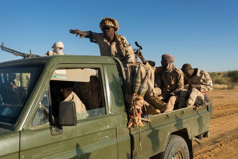 Rapid Support Forces (RSF) onderweg van Kutum naar Zurrug, Noord Darfur, Soedan. De RSF heersen over het gebied tussen de grenzen met Tsjaad en Libië tot aan de Soedanese hoofdstad Khartoem.  Beeld Klaas van Dijken