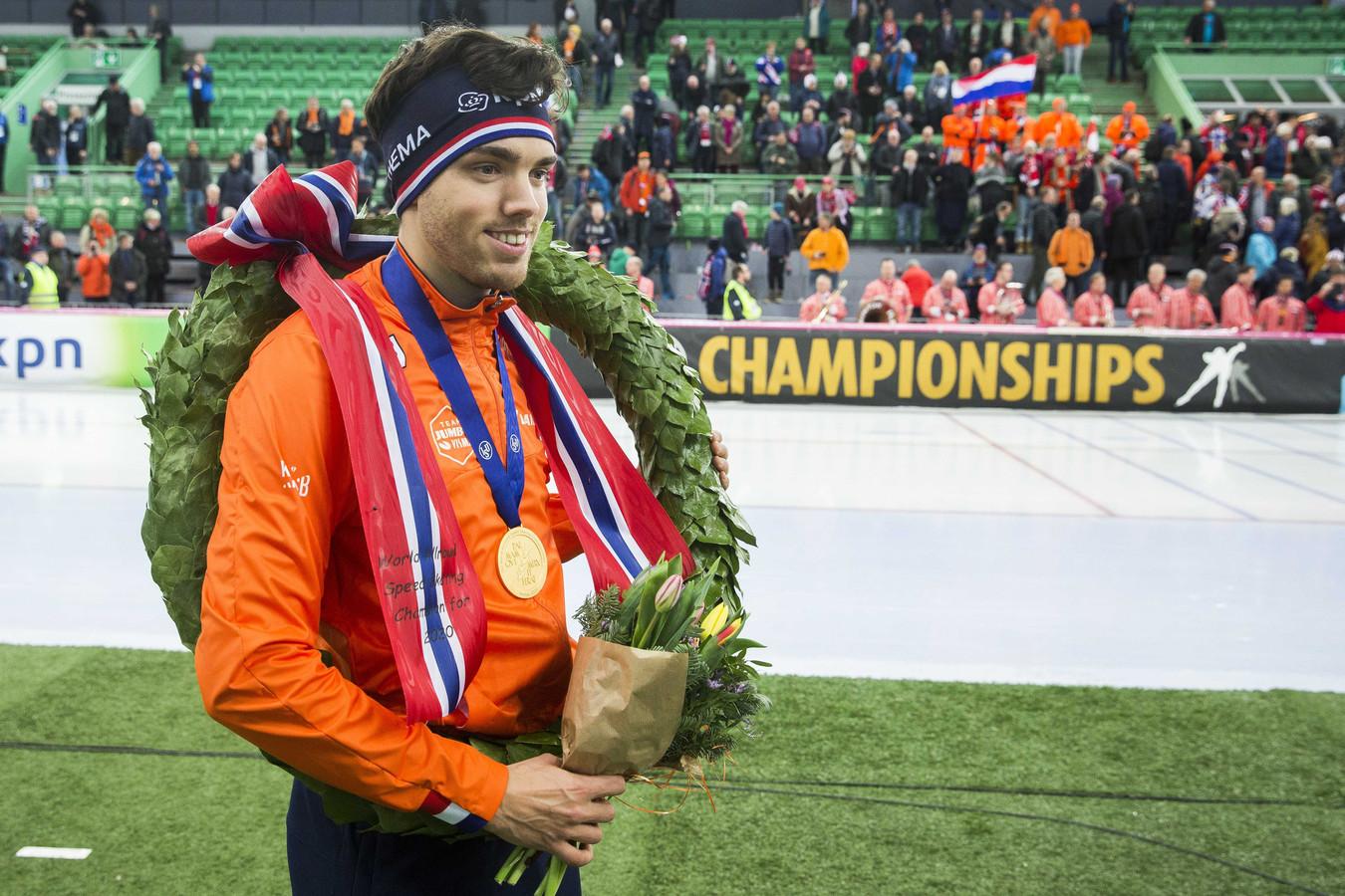 Wereldkampioen Patrick Roest tijdens de huldiging van het WK allround in Hamar.