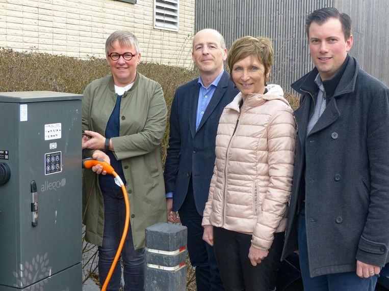 Eerste publiek laadpaal voor elektrische wagens staat aan het gemeentehuis.