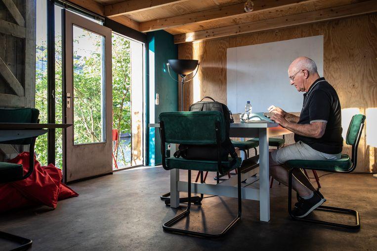 Stephen Hodes schrijft een brief aan zijn oud-medewerkers: 'In het begin ging het langzaam, letter voor letter.' Beeld Dingena Mol