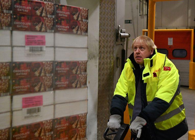 Een palet chocoladecake verslepen in een koelcel waar de temperatuur -25 graden Celsius bedraagt, is de ideale gelegenheid voor Boris om te tonen dat hij de handen uit de mouwen kan steken.