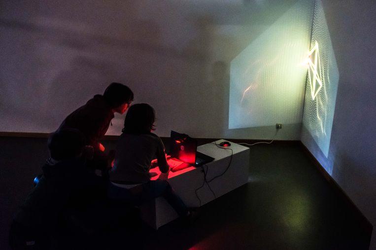 Het museum werd bezet door zowel professionele kunstenaars als geïnteresseerde amateurs.