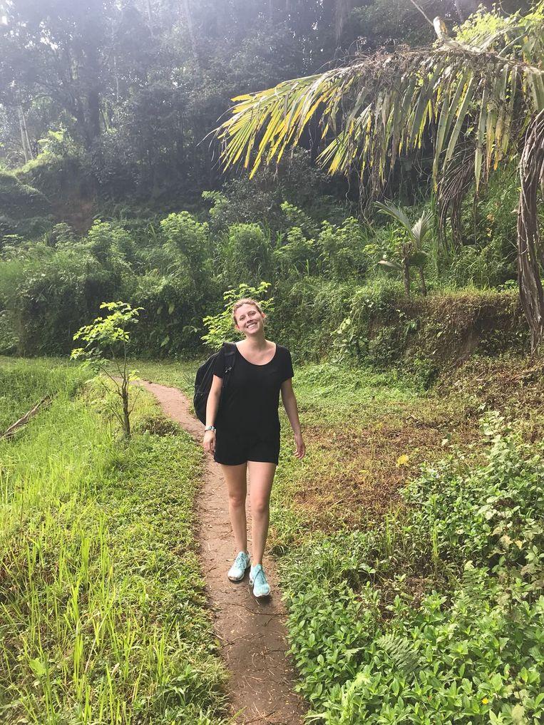 Lisa Gijzen (20) in een rijstveld bij Ubud. Beeld null