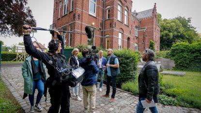 """Onze reporter ging mee op pad met de 'Huizenjagers': """"Miljoenenhuis of niet, het is zó herkenbaar"""""""